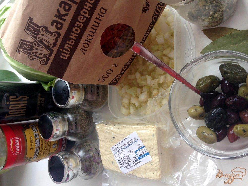 Фото приготовление рецепта: Макароны с тофу и оливками шаг №1