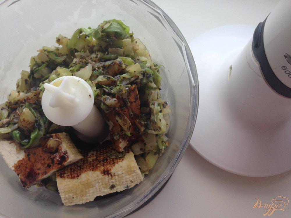 Фото приготовление рецепта: Макароны с тофу и оливками шаг №6