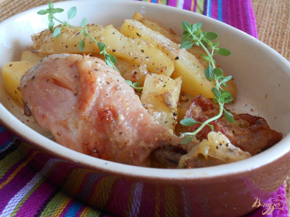 Фото приготовление рецепта: Куриные окорочка в йогуртово-лимонном маринаде с картофелем шаг №10