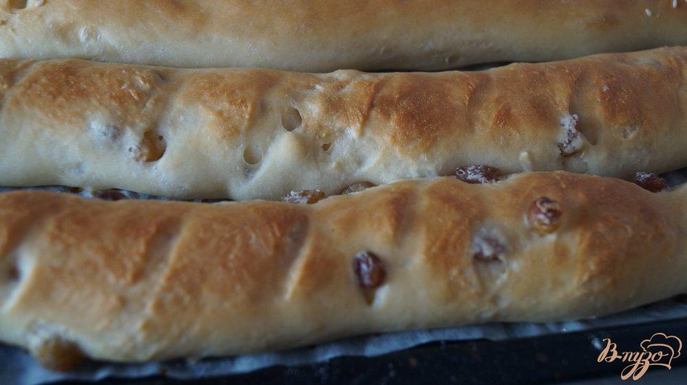 Фото приготовление рецепта: Сладкие багеты с изюмом шаг №8