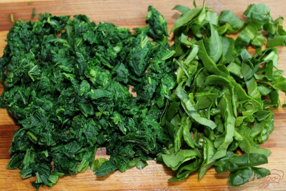 Фото приготовление рецепта: Зеленый суп с крапивой и шпинатом шаг №5