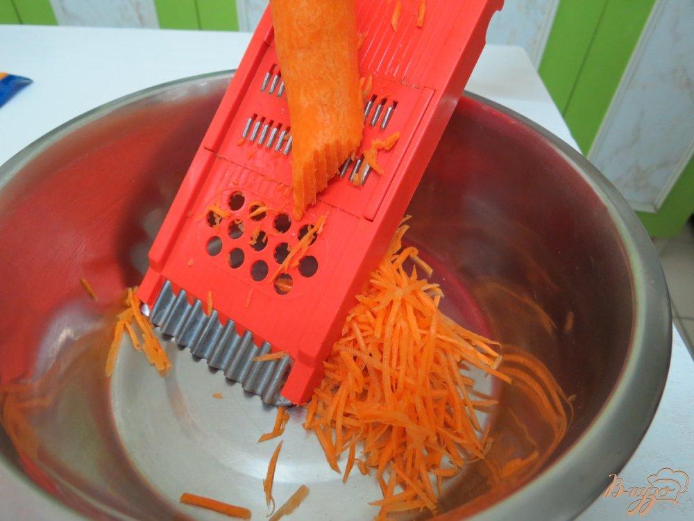 Фото приготовление рецепта: Салат со спаржевой фасолью и грибами шаг №2