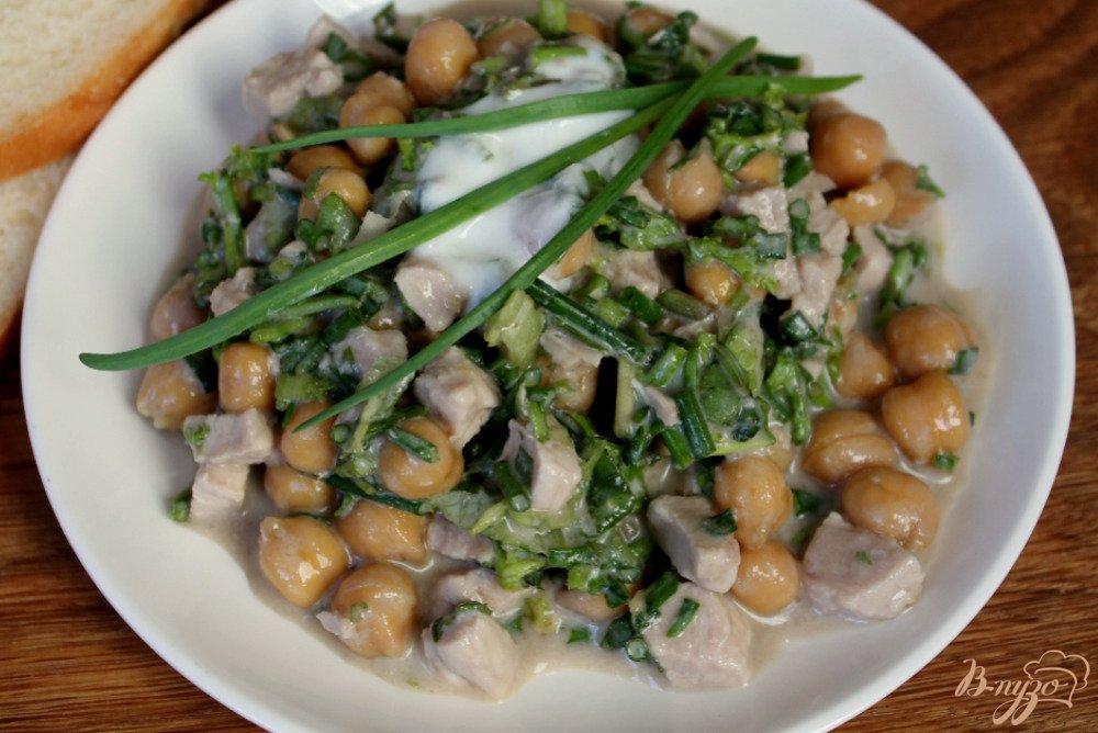 Фото приготовление рецепта: Мясной салат с нутом шаг №7