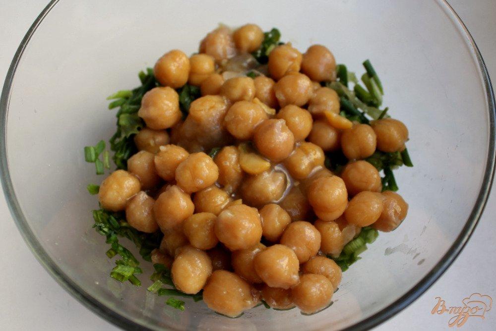 Фото приготовление рецепта: Мясной салат с нутом шаг №4