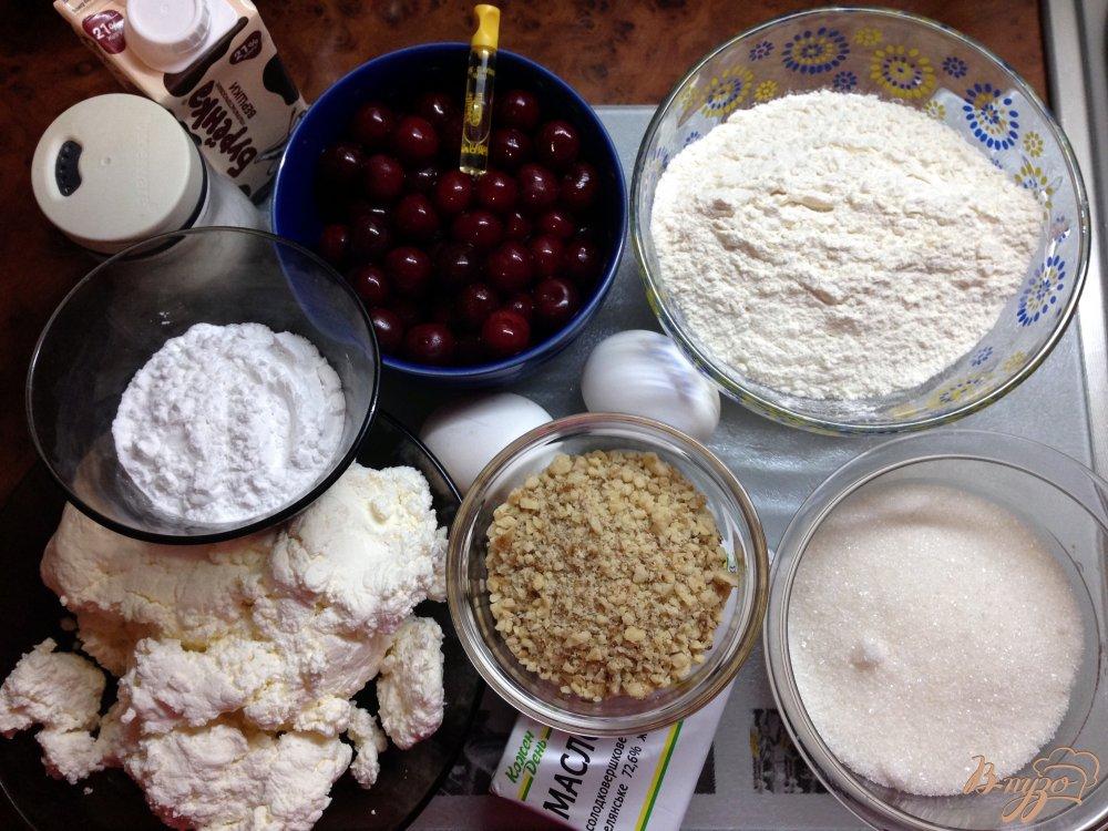 Фото приготовление рецепта: Пирог с вишнями шаг №1