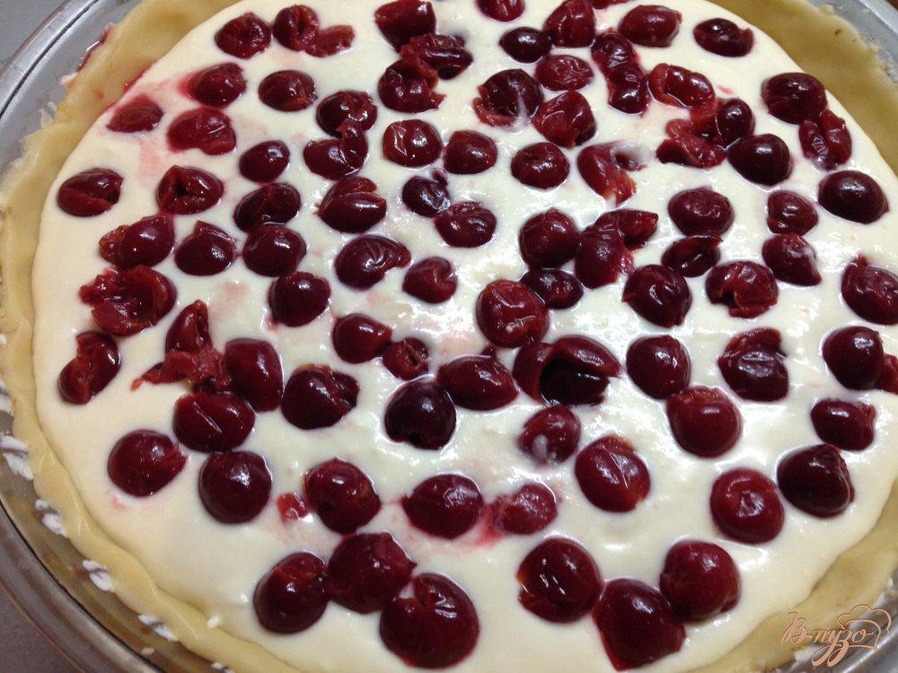Фото приготовление рецепта: Пирог с вишнями шаг №8