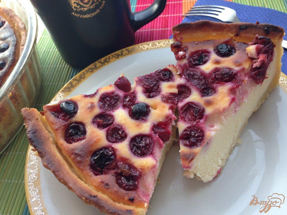 Фото приготовление рецепта: Пирог с вишнями шаг №9