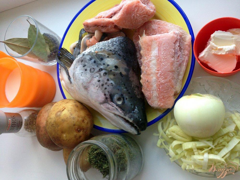 Фото приготовление рецепта: Финский суп из лосося  (Lohikeitto) шаг №1