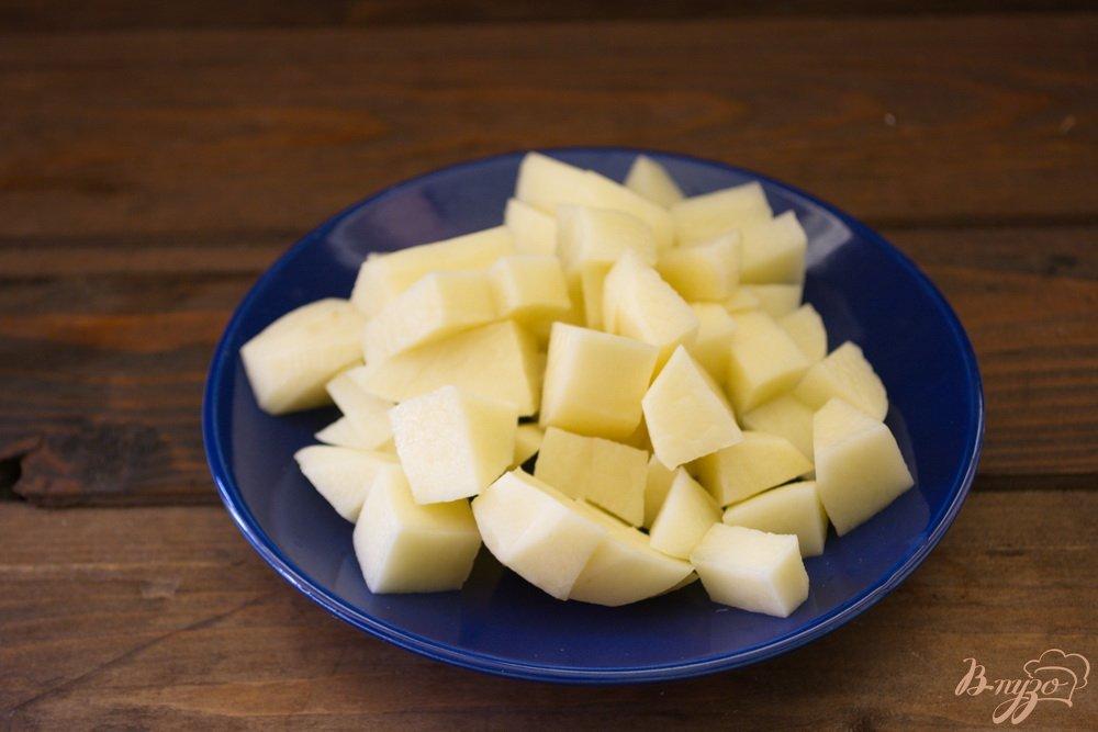Фото приготовление рецепта: Легкий рыбно-картофельный суп с консервами шаг №1