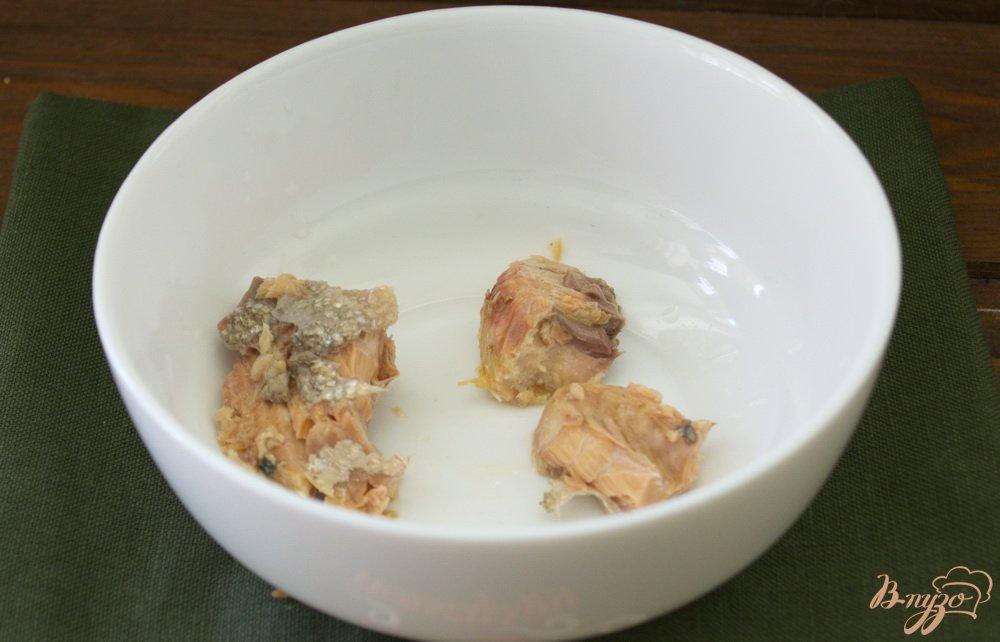 Фото приготовление рецепта: Легкий рыбно-картофельный суп с консервами шаг №7