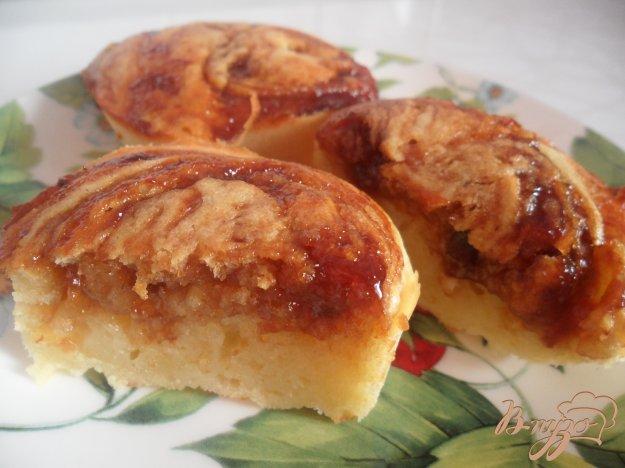 фото рецепта: Кексы на кефире с вареньем