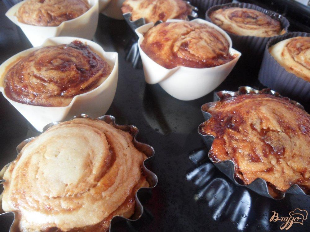 Фото приготовление рецепта: Кексы на кефире с вареньем шаг №8