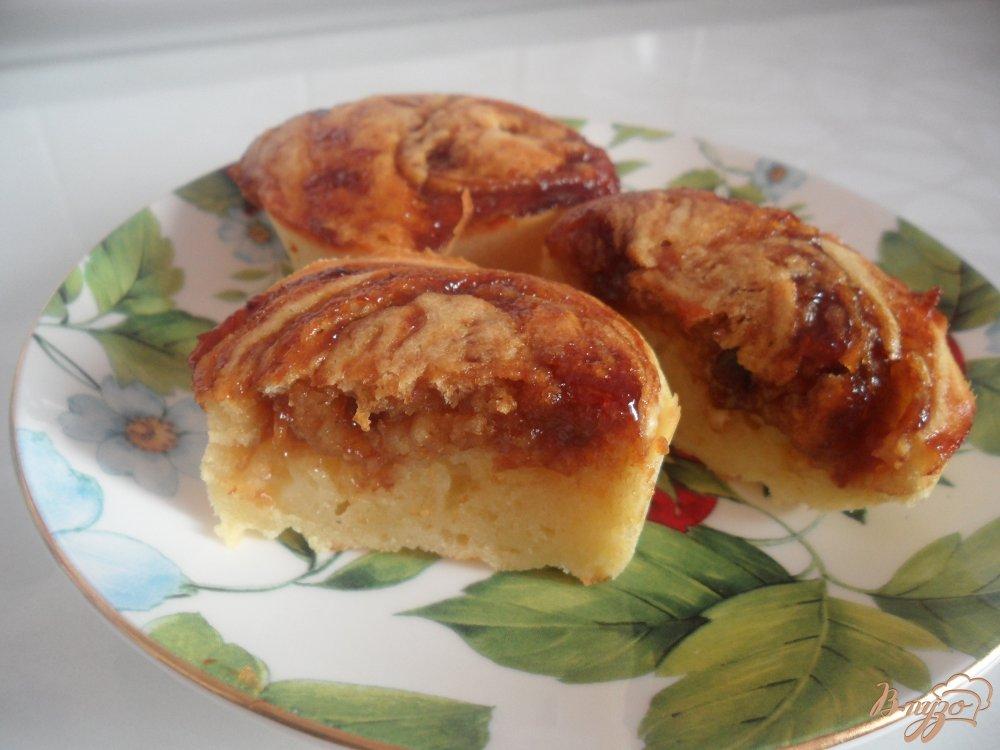 Фото приготовление рецепта: Кексы на кефире с вареньем шаг №9
