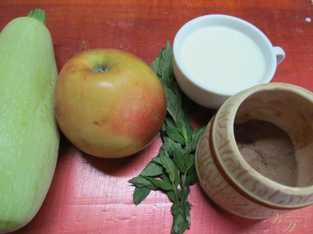 Фото приготовление рецепта: Смузи из яблока и кабачка шаг №1