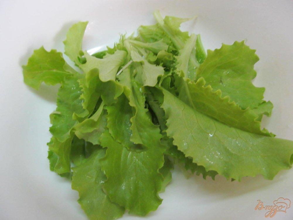 Фото приготовление рецепта: Салат из редиса и яйца шаг №2