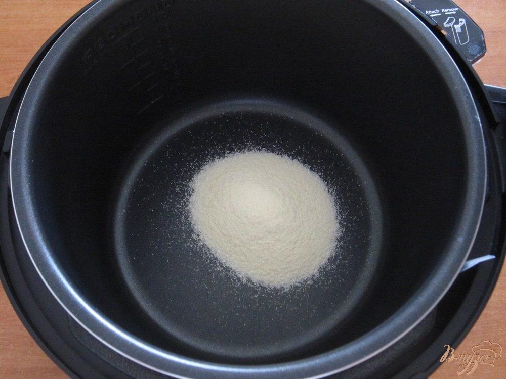Фото приготовление рецепта: Манная каша в мультиварке шаг №2