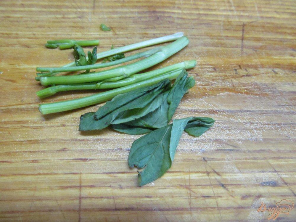 Фото приготовление рецепта: Легкий суп с капустой и грибами шаг №5