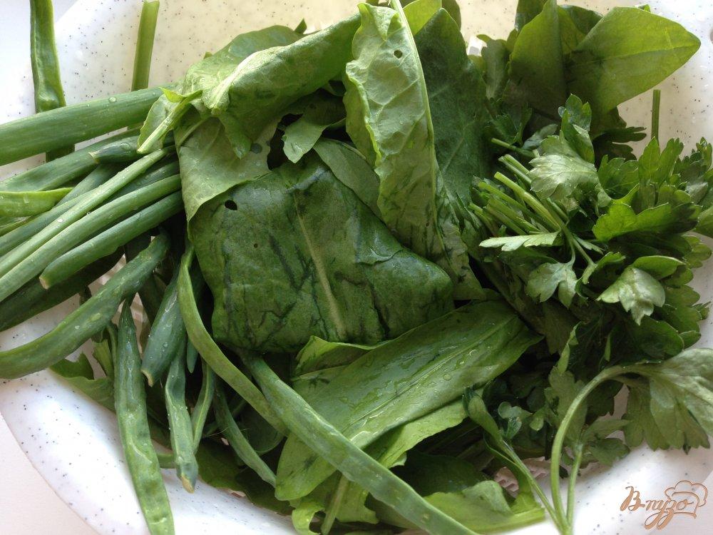 Фото приготовление рецепта: Щавелевый суп с домашней курицей шаг №4