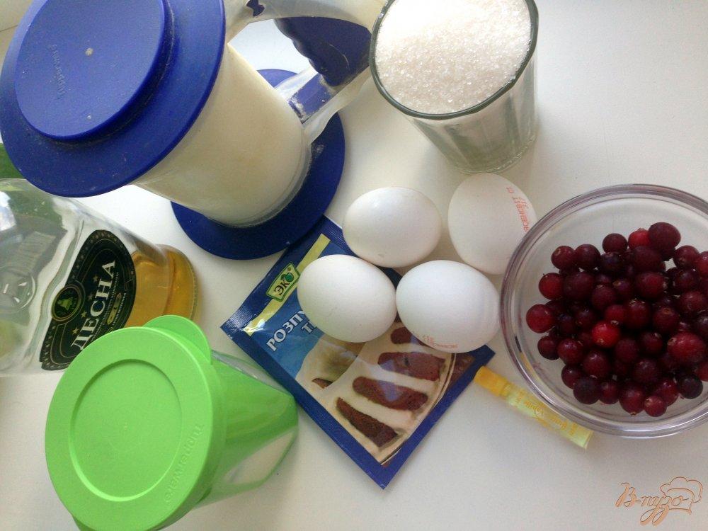 Фото приготовление рецепта: Сметанные кексы с клюквой шаг №1