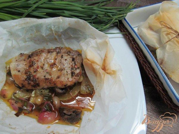 фото рецепта: Свиной стейк с овощами в пергаменте