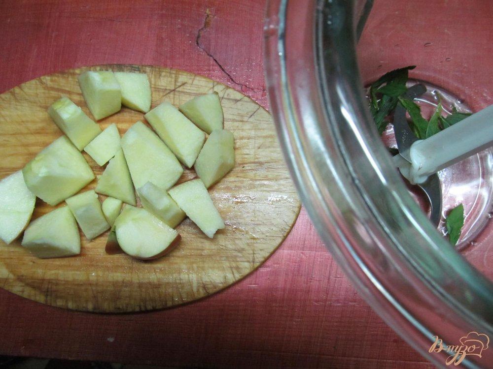 Фото приготовление рецепта: Смузи из яблока творога и апельсина шаг №2