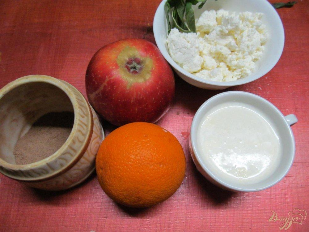 Фото приготовление рецепта: Смузи из яблока творога и апельсина шаг №1