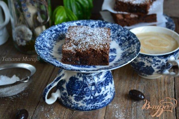 фото рецепта: Шоколадный пирог с черносливом