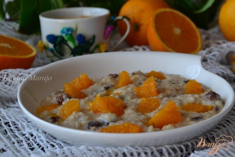 Фото приготовление рецепта: Овсяная каша с изюмом и кусочками апельсина шаг №5