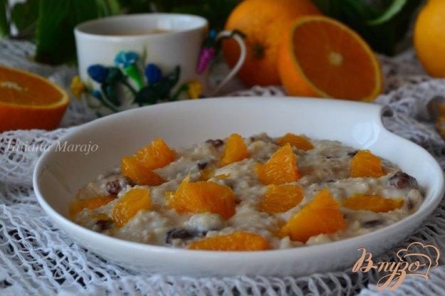 фото рецепта: Овсяная каша с изюмом и кусочками апельсина