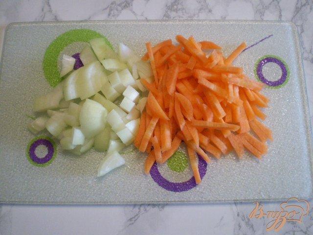 Фото приготовление рецепта: Суп с голов рыбных с манкой шаг №4