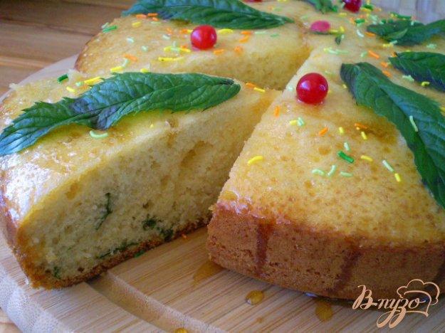 фото рецепта: Ванильный бисквит с мятой в мультиварке