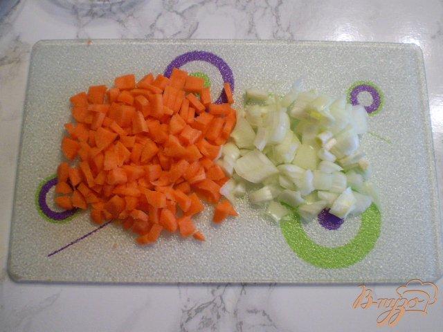 Фото приготовление рецепта: Диетический суп со шпинатом и яйцом в мультиварке шаг №3