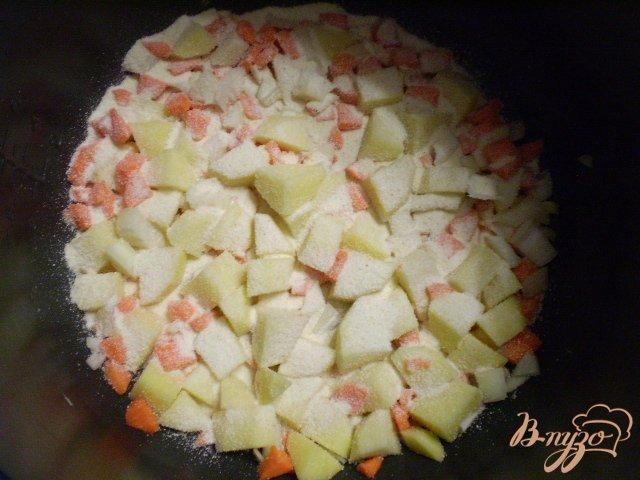 Фото приготовление рецепта: Диетический суп со шпинатом и яйцом в мультиварке шаг №4