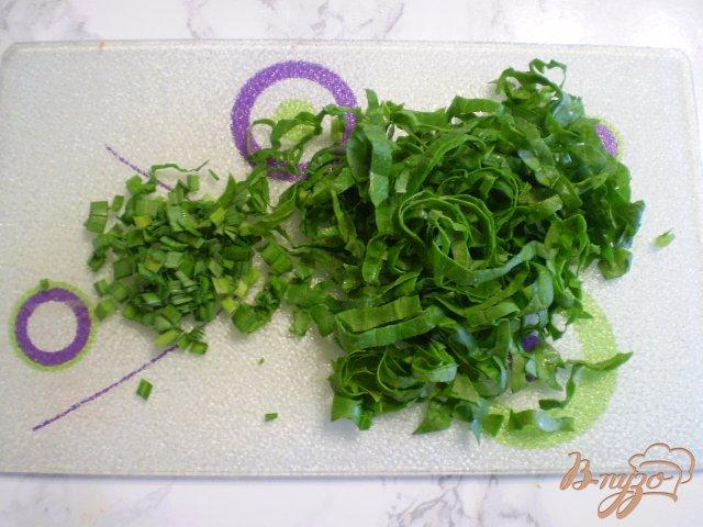 Фото приготовление рецепта: Диетический суп со шпинатом и яйцом в мультиварке шаг №7