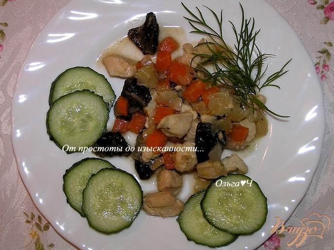 Фото приготовление рецепта: Куриное филе с черносливом шаг №4