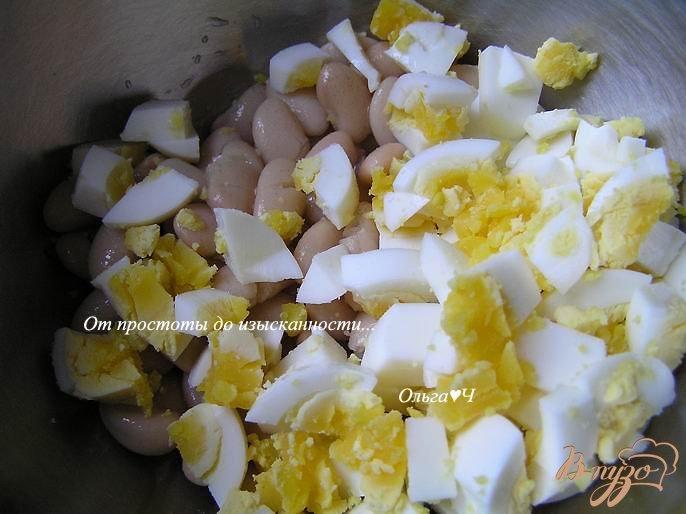 Фото приготовление рецепта: Салат с фасолью и яйцом шаг №1