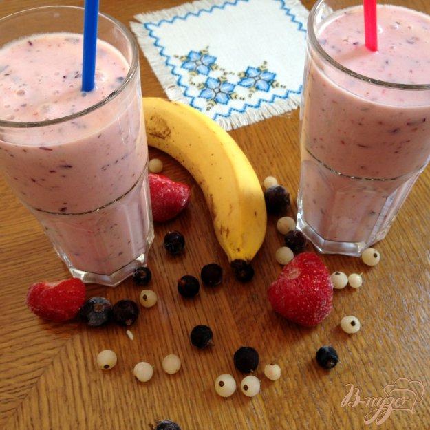 фото рецепта: Ягодно-банановый смузи