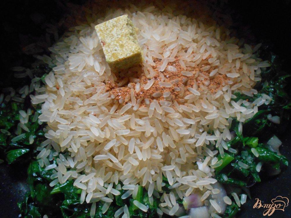 Фото приготовление рецепта: Спанакоризо- рис со шпинатом по-гречески шаг №6
