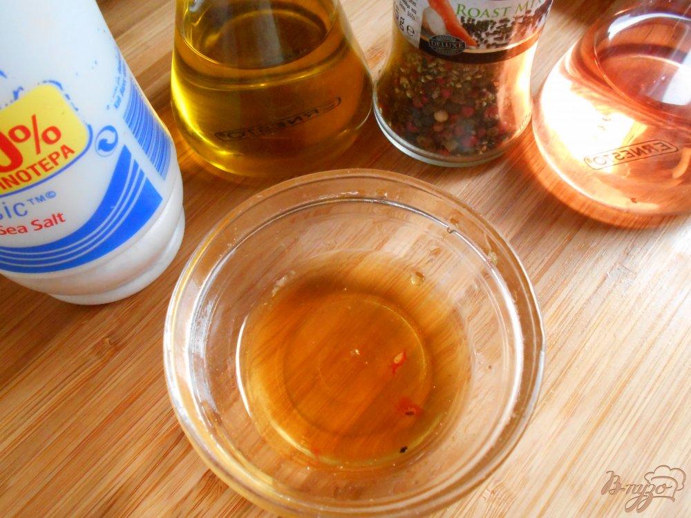 Фото приготовление рецепта: Салат с огурцом и авокадо шаг №6