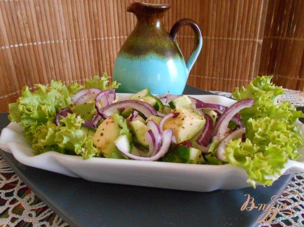 фото рецепта: Салат с огурцом и авокадо