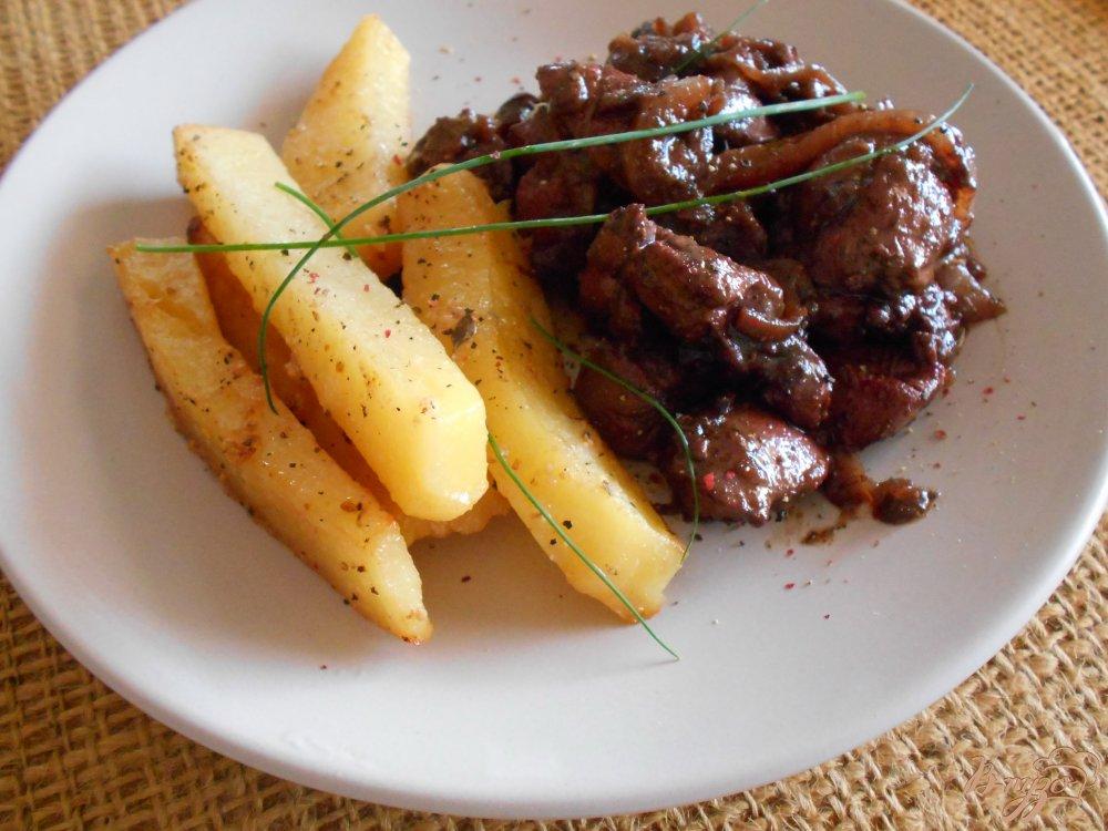 Фото приготовление рецепта: Куриная печень с луковым мармеладом шаг №7