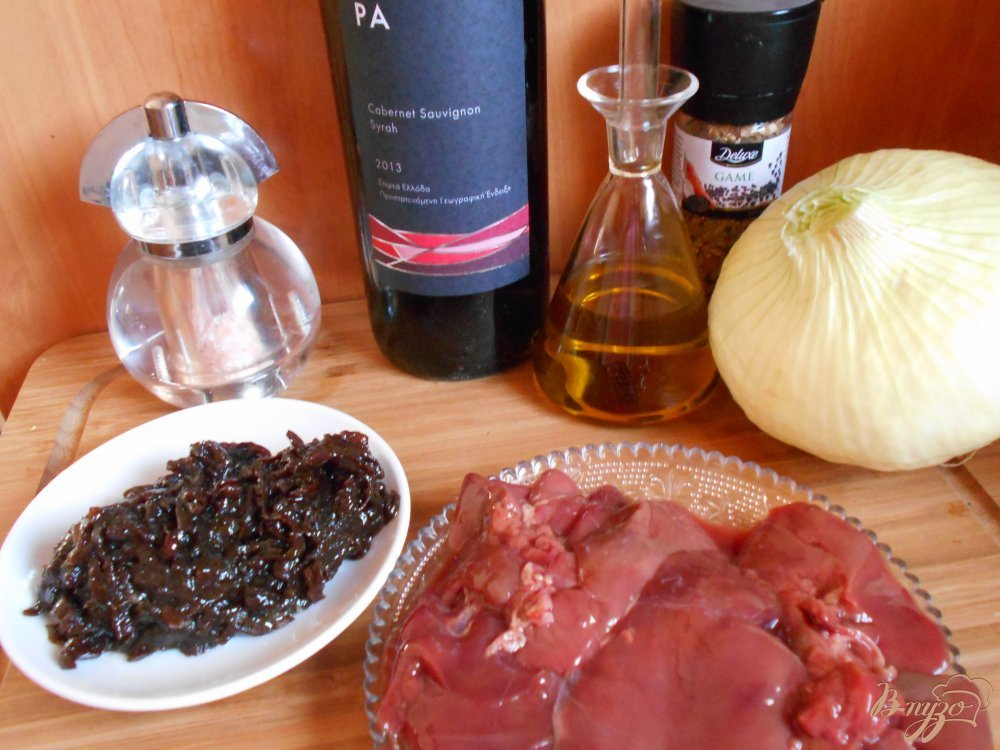 Фото приготовление рецепта: Куриная печень с луковым мармеладом шаг №1