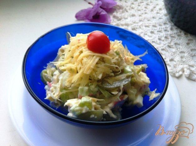 фото рецепта: Салат с луком пореем и виноградом