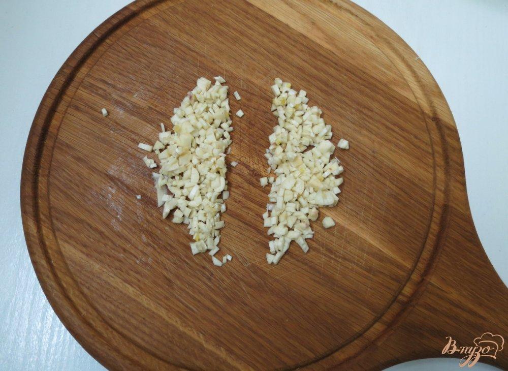 Фото приготовление рецепта: Нототения запеченная с чесноком и укропом. шаг №3