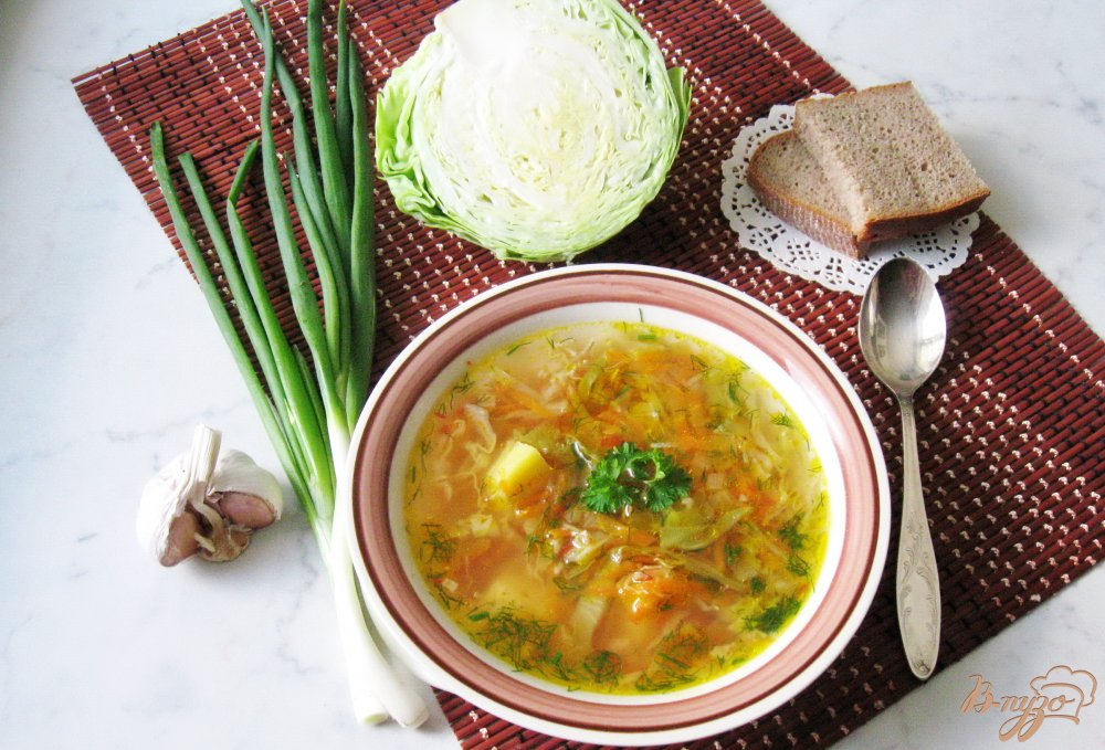 Фото приготовление рецепта: Вегетарианские щи с молодой капустой шаг №6