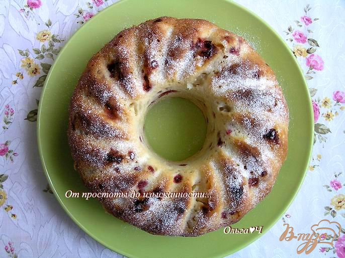 Фото приготовление рецепта: Шарлотка с яблоками и брусникой шаг №6