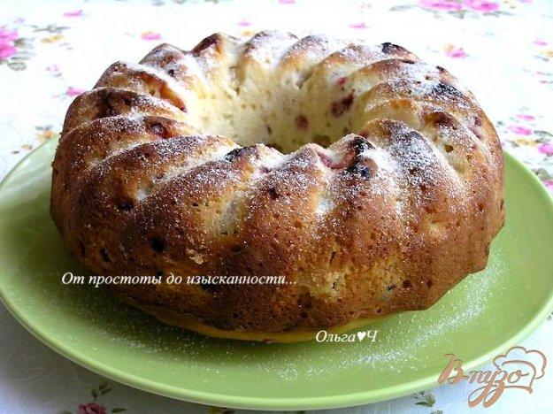фото рецепта: Шарлотка с яблоками и брусникой