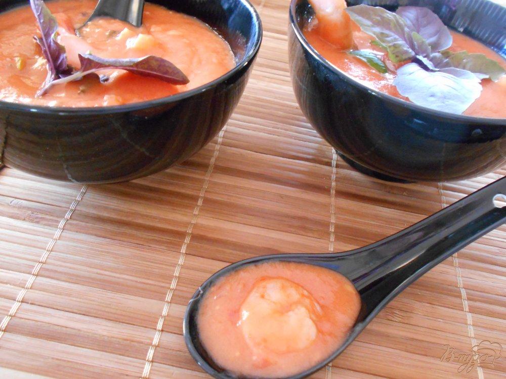 Фото приготовление рецепта: Томатный суп с креветками шаг №9