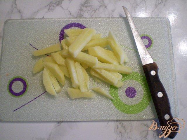 Фото приготовление рецепта: Суп из минтая с маслом и укропом шаг №2