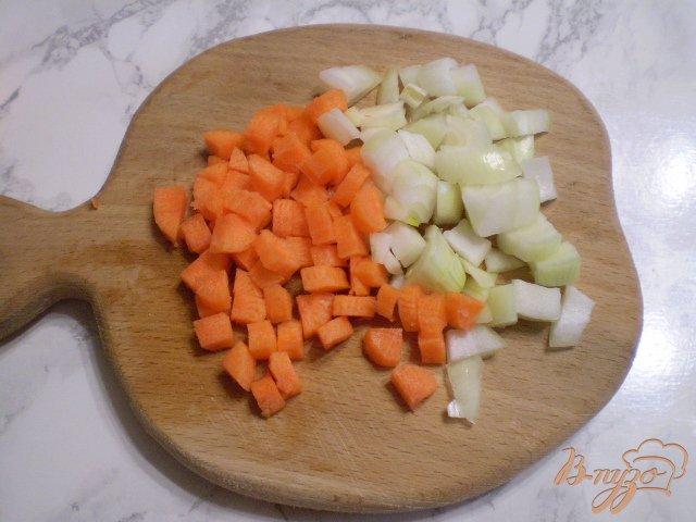 Фото приготовление рецепта: Легкий суп диетический с зеленым горошком шаг №3